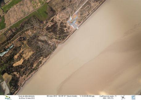 Vue aérienne du chantier de construction du prototype d'éolienne Haliade(TM) d'Alstom sur le site du Carnet