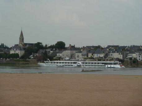 """Bateau de croisières à aubes """"MS Loire Princesse"""" naviguant sur la Loire fluviale"""